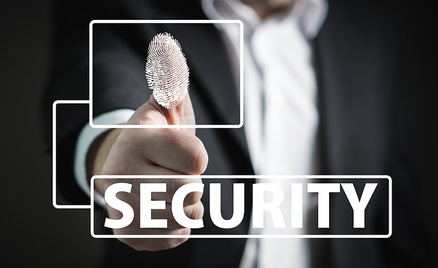 מהם היתרונות והחסרונות של מנעול טביעת אצבע לדלת?