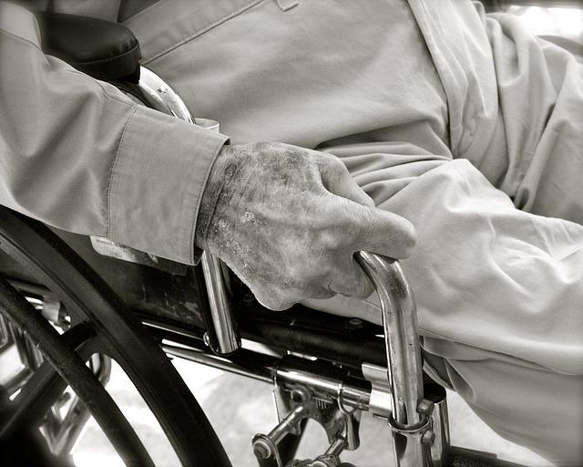 תביעת פיצויים נגד חברת הביטוח הסיעודי
