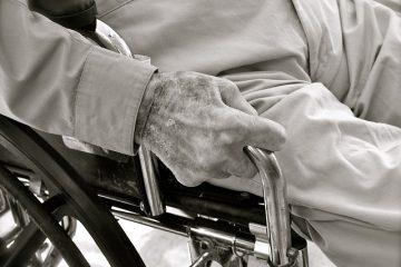 מתי כדאי להגיש תביעת פיצויים נגד חברת הביטוח הסיעודי?